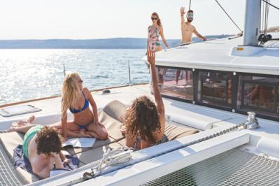 Полудневен яхтен круиз с луксозен катамаран (за до 15 човека)