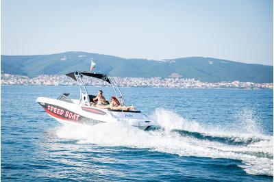 Разходка с моторна яхта BUTTERFLY 24 до голф игрищата в близост до Балчик
