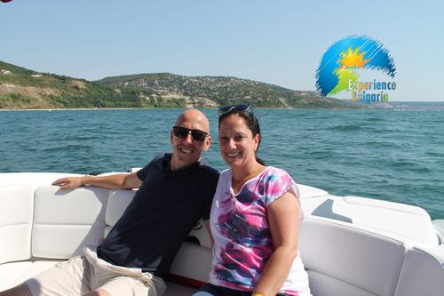 Незабравим сватбен подарък – двучасова разходка с луксозна моторна яхта по Северното Черноморие